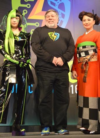 ポップカルチャーの祭典『Tokyo Comic Con2016』記者発表会に出席した(左から)人気コスプレイヤー・御伽ねこむ、アップル共同創業者・スティーヴ・ウォズニアック氏、三船美佳 (C)ORICON NewS inc.