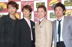 ミュージカル『ミス・サイゴン』製作発表会見に出席した(左から)井上芳雄、照井裕隆、原田優一、藤岡正明