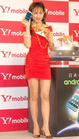 ボディコン姿で80年代と変わらぬ美脚を披露した田中美奈子=Y!mobile『Android One』発売記念イベント (C)ORICON NewS inc.