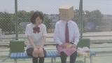テレビ東京系ドラマ『こえ恋』第4話より。「吉岡さんは知りたいですか。どうして僕が紙袋をかぶっているのか?」と尋ねる松原くん(C)どーるる/comico/「こえ恋」製作委員会
