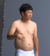 減量前の体型を披露