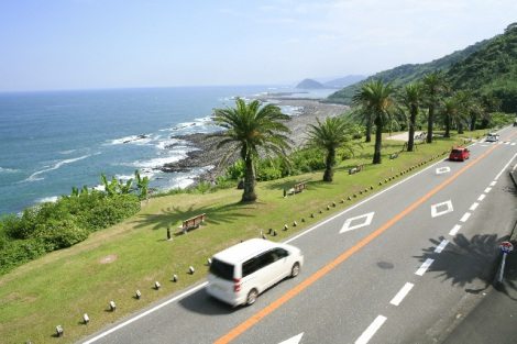 ドライブを楽しむためにも、暑い季節に起こりがちなトラブルと対策を確認しておこう