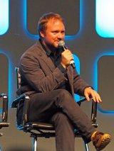 『スター・ウォーズ・セレブレーション・ヨーロッパ2016』最終日に登壇した『スター・ウォーズ/エピソード8(仮題)』のライアン・ジョンソン監督 (C)ORICON NewS inc.