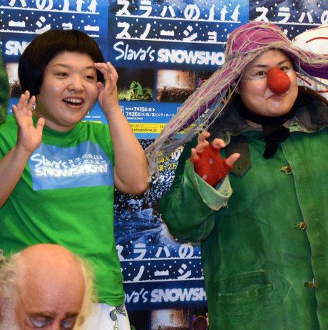 体験型ファンタジーショー『SLAVA'S SNOWSHOW スラバのスノーショー』公開公演後の囲み取材に出席したおかずクラブ(左から)オカリナ、ゆいP (C)ORICON NewS inc.