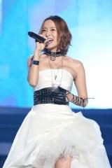 結婚&妊娠発表後、初ライブを行った鈴木亜美