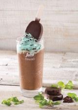 アイスクリーム「パルム」が一本乗った贅沢なフローズンドリンクが登場!