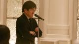 AKB48新曲「しあわせを分けなさい」MVより 平成ノブシコブシの徳井健太が新郎の友人代表あいさつ