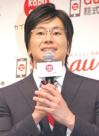 カブドットコム証券新アプリ『kabu.com for au』プレス向け発表会に出席したメイプル超合金・カズレーザー (C)ORICON NewS inc.