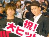 映画『HiGH&LOW THE MOVIE』大ヒット舞台あいさつに出席した(左から)TAKAHIRO、登坂広臣(C)ORICON NewS inc.