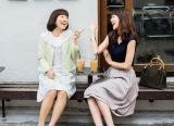 イモトアヤコ(左)が舞川あいく(右)の友人役でモデルデビュー (宝島社『Steady.』9月号より)