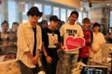 『TOKYO FM JA全農 COUNTDOWN JAPAN』の公開生放送に出演したEXILEのAKIRA(中央)、世界(中左)、佐藤大樹(中右)