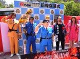 除幕式に出席した(左から)ユージ、ラサール石井、秋本治氏、原幹恵 (C)ORICON NewS inc.