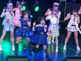 『TOKYO IDOL FESTIVAL 2016』で現役アイドルと共演した矢口真里(中央)と辻希美 (C)ORICON NewS inc.