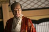 NHK大河ドラマ『真田丸』第20回より。落書きに激怒し、何の罪もない17人の門番を磔(はりつけ)に処するよう命令する秀吉
