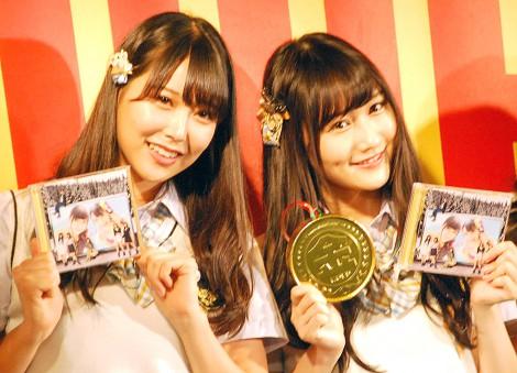 NMB48新曲「僕はいない」発売記念イベントに出演した(左から)白間美瑠、矢倉楓子 (C)ORICON NewS inc.