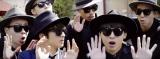 Nissy(前列左)の新曲「ハプニング」の作詞作曲を担当しMVにも出演したDa-iCEの工藤大輝(前列右)