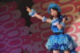 指原莉乃の「それでも好きだよ」を歌った倉野尾成美=『8月8日はエイトの日 2016 夏だ!エイトだ!ピッと祭り』の模様(C)AKS