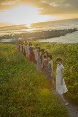乃木坂46の2nd写真集『1時間遅れのI love you.』カット(C)主婦と生活社