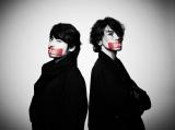 ユニット「JINTAKA」を結成しCDデビューする(左から)山田孝之、赤西仁