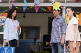 第4話より。奈津子(松嶋菜々子)とベビーシッターの深雪(伊藤歩)に挟まれて夫の浩太郎(原田泰造)は…