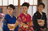 NHK連続テレビ小説『とと姉ちゃん』第113回(8月12日放送)より。鞠子の結婚式を見守る(左から)常子(高畑充希)、美子(杉咲花)、君子(木村多江)(C)NHK