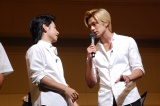 TBS系ドラマ『仰げば尊し』のモデルになった高校ゆかりの演奏会にサプライズで登場した村上虹郎(左)と真剣佑(右) (C)ORICON NewS inc.