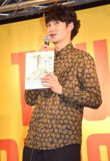 初の単行本『未来の破片(はへん)』(ギャンビット)発売記念イベントでファンの前に登場した岡田将生 (C)ORICON NewS inc.
