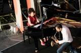 「RISING SUN ROCK FESTIVAL 2011 in EZO」に登場した東京スカパラダイスオーケストラと、上原ひろみ (C)柴田恵理