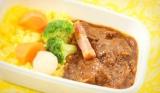 JAL機内食として提供する「『資生堂パーラー for Resort』西洋モダン機内食」のメインディッシュ「ビーフシチュー 資生堂パーラスタイル ターメリックライスを添えて」