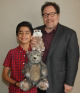 『ジャングル・ブック』でモーグリを演じたニール・セディ(左)、ジョン・ファブロー監督 (C)ORICON NewS inc.