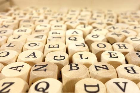 """同じ意味でも""""スペル""""が微妙に異なる4つの英単語を紹介する"""