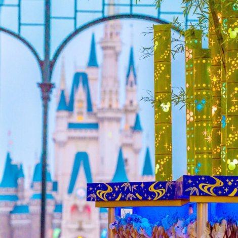 東京ディズニーリゾート公式Instagramで「いいね!」歴代2位を獲得したシンデレラ城×七夕飾りのコラボショット「今夜は二人が出会えるといいね。」(約79,600いいね!/掲載日7月7日)(C)Disney