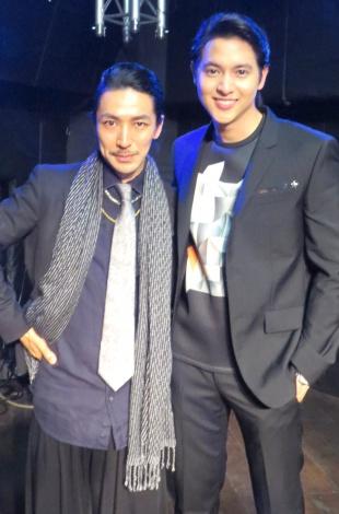 (左から)ライブの演出・振付を行ったプロダンサー・TAKAHIRO、ジェームス・ジラユ=日本初のコンベンションライブ (C)ORICON NewS inc.