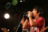 前回のライブではヒット曲を熱唱し、大いに盛り上げた