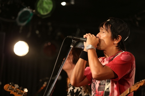 単独音楽ライブ『シモキタからはじめようAUTUMN』を開催する江口洋介