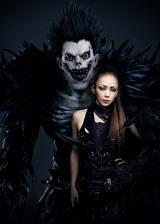 映画『デスノート Light up the NEW world』の主題歌を歌う安室奈美恵