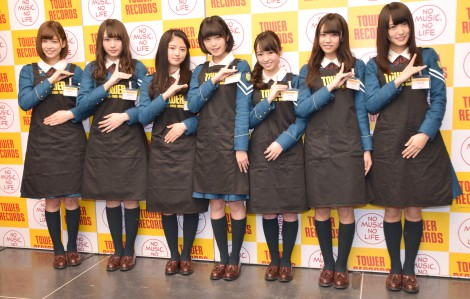 欅坂46(左から)渡邉理佐、渡辺梨加、鈴本美愉