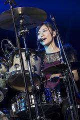 『NMB48コンサート2016 Summer 〜いつまで山本彩に頼るのか?』でドラム演奏を披露した上西恵(C)NMB48