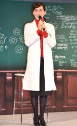 新CMと同じ教授姿で登場した綾瀬はるか=『2016 BLIZZAK プロモーション発表会』 (C)ORICON NewS inc.