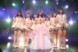 SKE48の同期である4期生とともに「サヨナラが美しくて」を披露(C)AKS