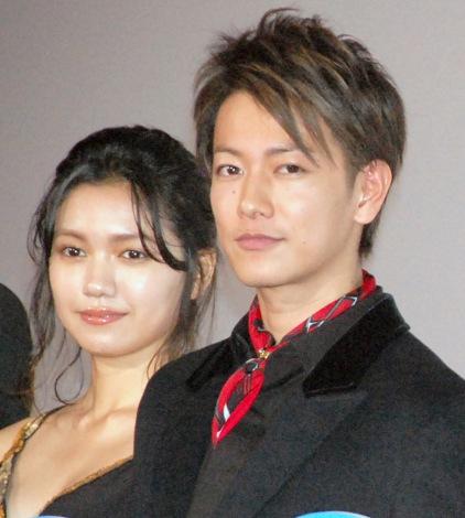 映画『何者』完成披露舞台あいさつに出席した(左から)二階堂ふみ、佐藤健 (C)ORICON NewS inc.
