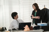 日本テレビ系連続ドラマ『家売るオンナ』(毎週水曜 後10:00)に出演する(左から)仲村トオル、北川景子 (C)日本テレビ