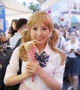 HKT48の兒玉遥が金髪JKメイクで原宿・竹下通りに登場(C)AKS