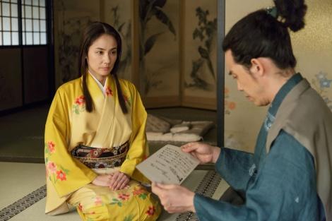 NHK大河ドラマ『真田丸』第30回より。稲はある思いを信幸に伝える(C)NHK