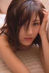 5年ぶりの写真集(10・23発売)でオトナSEXYに挑戦したAKB48・渡辺麻友(撮影:中村和孝)