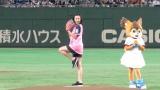 ファーストピッチセレモニーを行った浅田舞 (C)ORICON NewS inc.