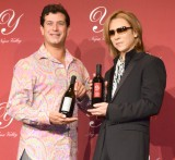 『Y by Yoshiki』プレミアム新作ワイン発表会に出席した(左から)醸造家のロブ・モンダヴィJr.、X JAPAN・YOSHIKI (C)ORICON NewS inc.