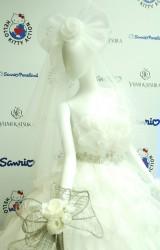 ウエディングドレスのポイントは大きなリボン&ベルトの刺繍=ウエディングプラン『HELLO KITTY ACTION』発表会の模様 (C)ORICON NewS inc.
