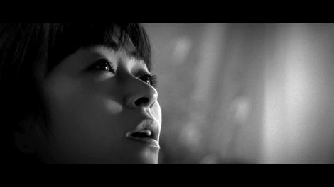 朝ドラ『とと姉ちゃん』主題歌「花束を君に」の新MVに本人出演した宇多田ヒカル