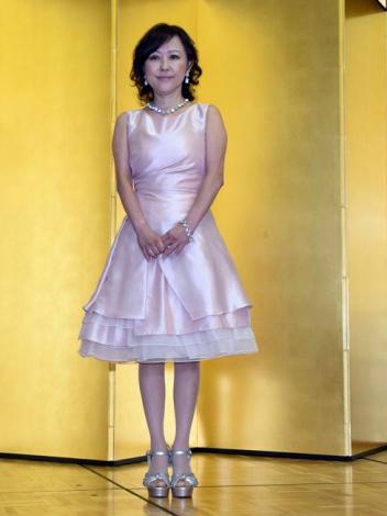 つちやかおりのドレス画像